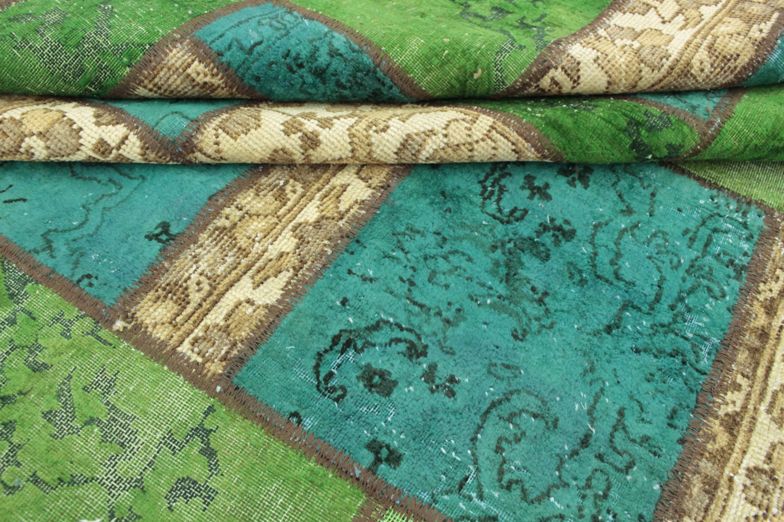 Patchwork teppich beige türkis grün in  bei