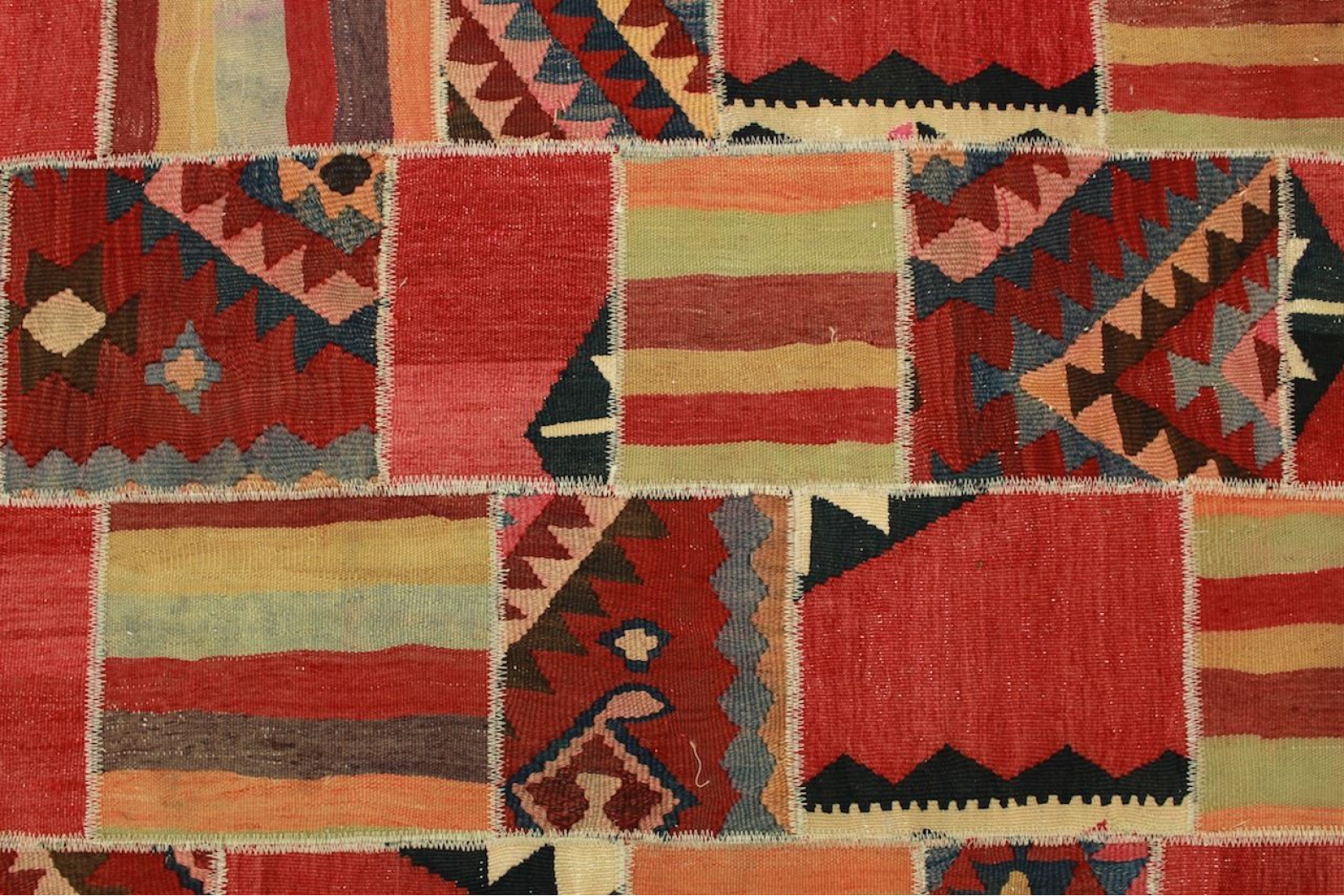 kelim patchwork teppich rot in 200x150cm 1001 2131 bei. Black Bedroom Furniture Sets. Home Design Ideas