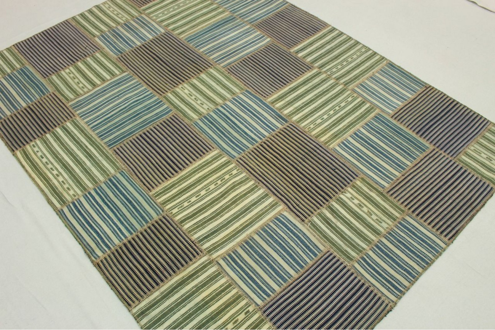 kelim patchwork teppich gr n blau beige in 200x150cm 1001. Black Bedroom Furniture Sets. Home Design Ideas