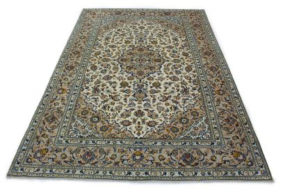 Traditional Rug Kashan in 360x250